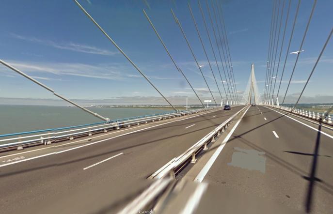 Un témoin aurait vu une personne enjamber le parapet du pont de Normandie et sauter dans le vide (Illustration)