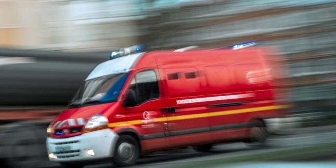 Le véhicule des pompiers, gyrophare allumé et avertisseur en caction, partait sur une intervention (Illustration)