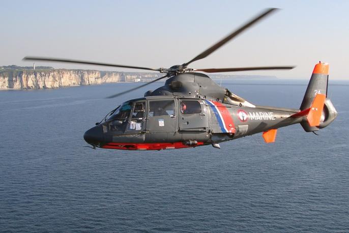 L'hélicoptère Dauphin de la Marine nationale bas au Touquet (@Marine nationale)