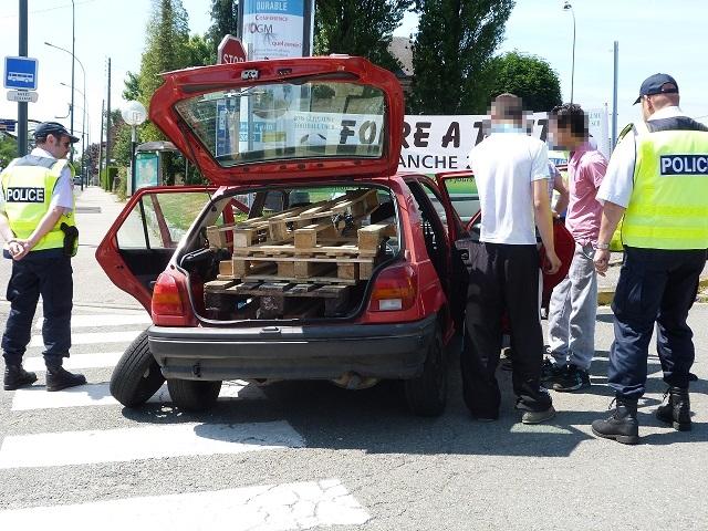 Le jeune homme qui conduisait cette voiture (Ford Fiesta) a été interpellé pour défaut de permis (Photo@DDSP)
