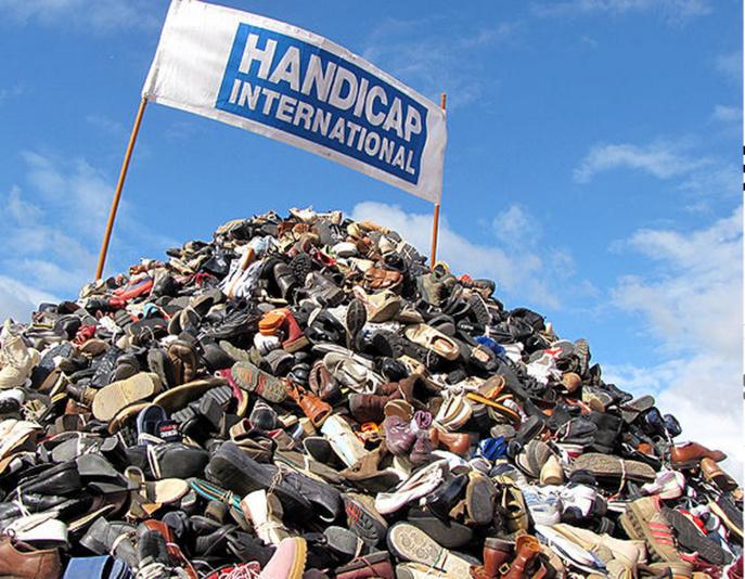 Pyramide de chaussures à Rouen : Handicap international recherche des bénévoles