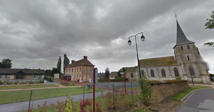 """Saint-Aubin-d'Ecrosville, près du Neubourg (Eure) : son clocher, sa mairie ...et son école qui remporte le 1er prix du concours """"Voyages en ville"""", ex-æquo avec l'école élémentaire de Fresnoy-Folny (Seine-Maritime)"""