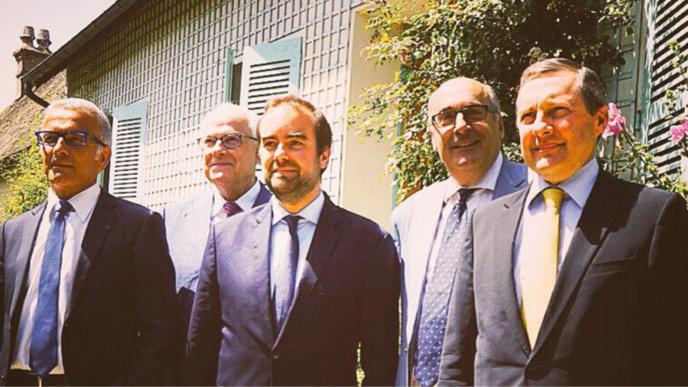 """Lors de sa rencontre avec les présidents des autres départements normands à Giverny (Eure), Sébastien Lecornu (au centre) a annoncé """"la mise à mort"""" du 276 (Photo @DR)"""