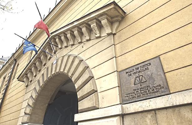 Yvelines : deux policiers pris à partie par un prévenu au tribunal de Versailles