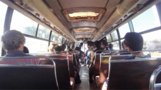 Yvelines : la passagère gifle le chauffeur de bus et lui crache dessus, à Poissy