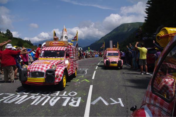 Les 2 CV de Cochonou ne prendront pas le départ ce samedi de la 8ème étape du Tour de France par craintes des actions des agriculteurs