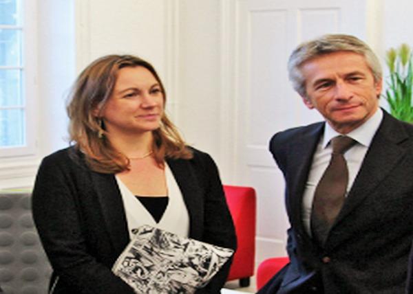 Axelle Lemaire et Laurent Beauvais lors de la visite en novembre 2014 du Centre de réalité virtuelle de Cherbourg Octeville (Photo @D.Daguier)