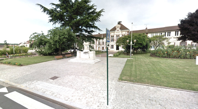 Illustration. Le jeune homme, d'origine étrangère, a été découvert la tête en sang place de la mairie, à Mantes-la-Ville