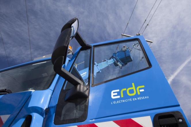 Illustration. Les techniciens d'ErDF étaient à pied d'oeuvre ce soir pour rétablir au plus vite l'électricité