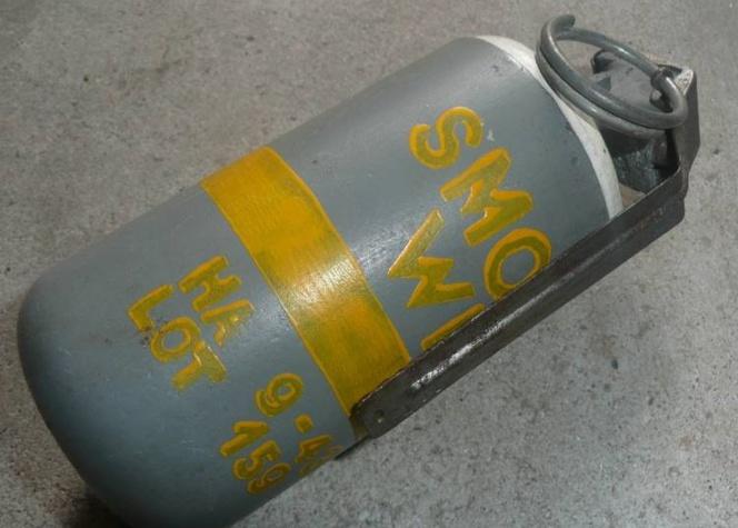 @Illustration. Les grenades au phosphore étaient utilisées lors de la Seconce Guerre mondiale