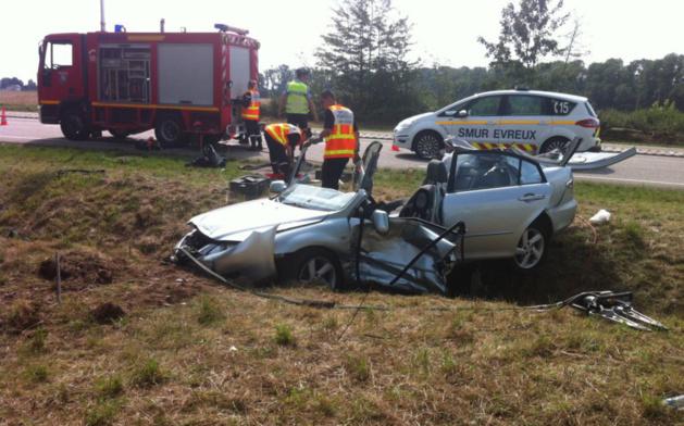 Les pompiers ont dû découper l'habitacle pour extraire de la Mazda le conducteur sans vie (Photo@DR)
