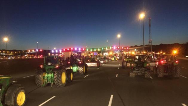 Manifestation des agriculteurs : les premiers tracteurs arrivent sur le périphérique parisien
