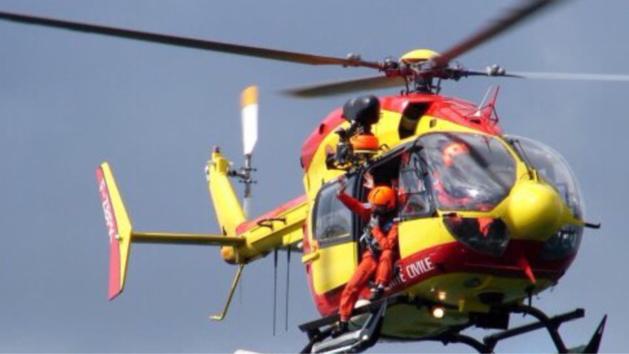 L'hélicoptère Dragon 76 a repéré les deux plongeurs