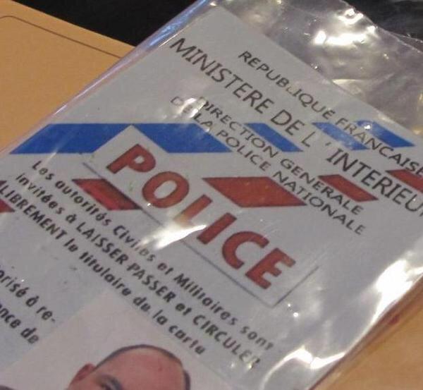 Yvelines : les faux policiers repartent avec 9.000€ et les bijoux de leur victime de 80 ans