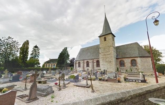 L'église de Cressy est située dans le centre du village