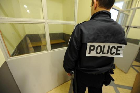 Yvelines : un SDF arrêté pour avoir caressé les cuisses d'une jeune femme dans le RER