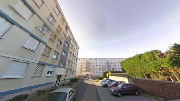 Abou circulait à scooter rue Jean Cocteau lorsqu'il a été visé par un individu armé d'une arme longue accompagné d'un complice qui ont pris la fuite