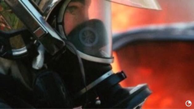 Illustration. Le feu de voitures a provoqué l'exploistion d'une borne de gaz