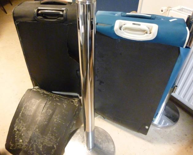 Les 13,5 kg de cocaïne étaient soigneusement dissimulés dans ces valises  (crédit : Douane française)