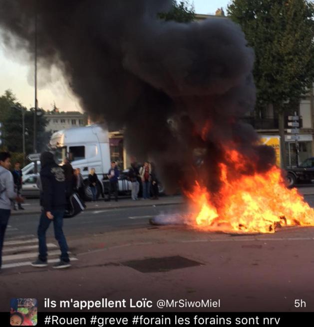 Photo d'un internaute sur Twitter de la manifestation des forains à Rouen