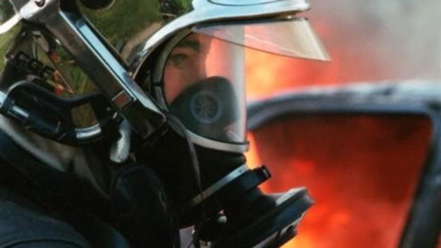 Illustration. Les pompiers ont fouillé dans les décombres après avoir été informés de la disparition d'un des occupants du pavillon, SDF