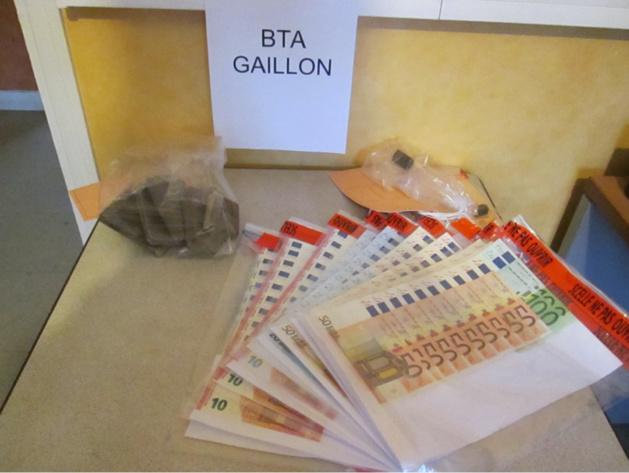 La drogue et l'argent saisis au domicile du trafiquant à Gasny ont été placés sous scellés (Photo @Gendarmerie)