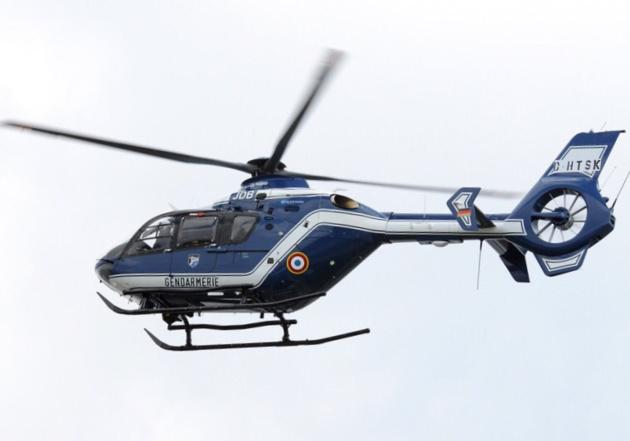Un hélicoptère de la gendarmerie a prêté main forte aux policiers qui ont investi le camp des gens du voyage (Photo d'illustration)
