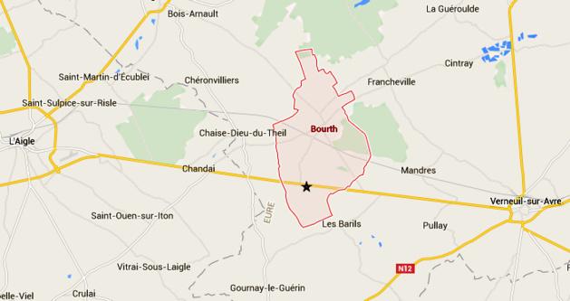 Le camion a percuté un poteau et s'est renversé à hauteur de la commune de Bourth, entre l'Aigle et Verneuil-sur-Avre
