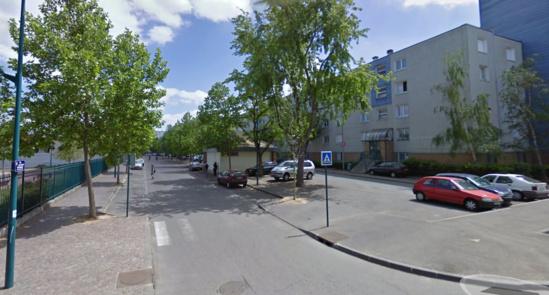 Les policiers ont été la cible de jets de projectiles alors qu'ils patrouillaient rue Fragonard, au Val Fourré (Illustration@Google Maps)