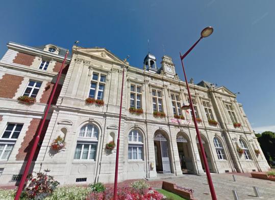 La sirène est installée sur le toit de la mairie d'Elbeuf