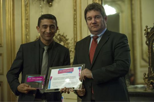 La remise du prix à  Kader Chekhemani, vice-président du Conseil régional de Haute-Normandie (Photo @DR)