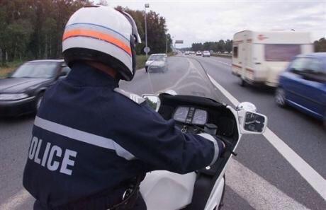 A Guyancourt, un motard percuté par une voiture après avoir chuté au sol : grièvement blessé