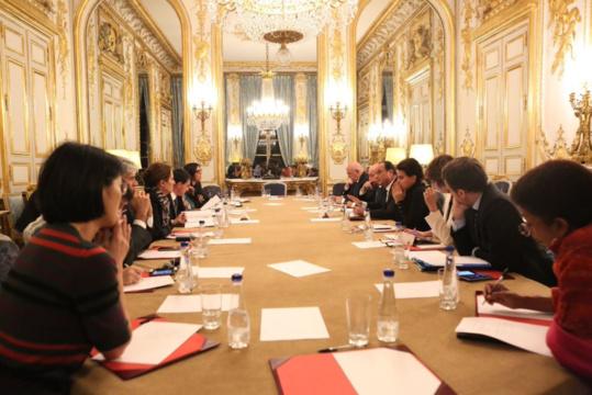 François Hollande a réuni à minuit un conseil des ministres extraordinaire pour prendre une série de mesures exceptionnelles