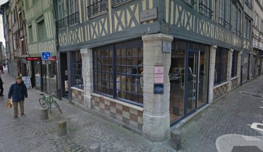 Des vestes en cuir et des manteaux de fourrure ont été dérobés par les malfaiteurs (Google Maps)