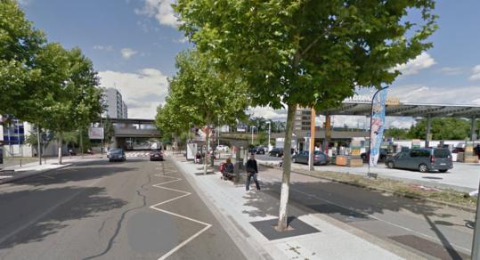 Le convoyeur de fonds venait de récupérer la recette de la station-service, avenue Paul Raoult, aux Mureaux, lorsqu'il a été attaqué par deux hommes à moto (Photo d'illustration)