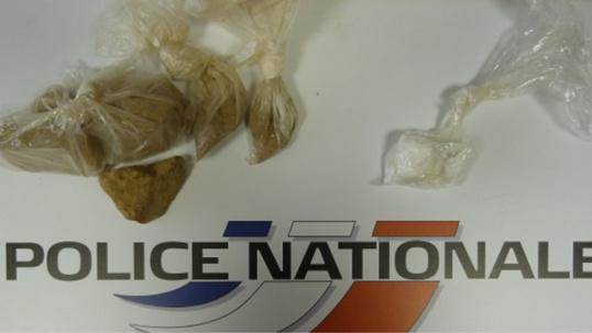 De l'héroïne et de la cocaïne ont été saisies par les policiers dans le véhicule des trafiquants (Photo @DDSP 76)