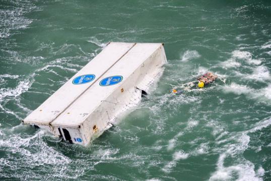 Des conteneurs tombés à la mer dérivent au large du Pas-de-Calais