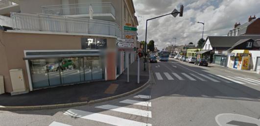 La bijouterie Papeil est située route de Paris, juste à l'angle avec la rue de Belbeuf (@Google Maps)