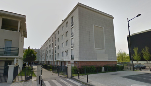 La jeune fille a chuté du 4ème étage d'un immeuble situé allée Hemingway, une allée perpendiculaire à l'avenue Vladimir Komarov (Illustration@Google Maps)