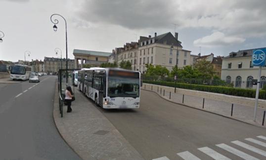 L'altercation s'est produite à la gare routière, rue de la Surintendance, près de l'hôtel de ville
