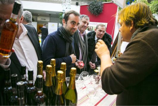 Sébastien Lecornu, président du Département de l'Eure, a rendu visite à chacun des exposants (Photo@CD27)