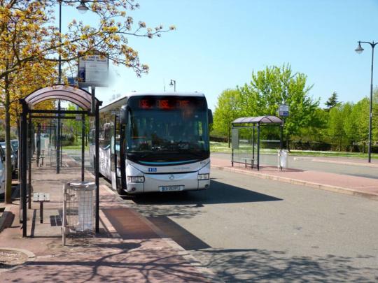 La vitre d'un bus brisée par un projectile à Achères : le chauffeur exerce son droit de retrait