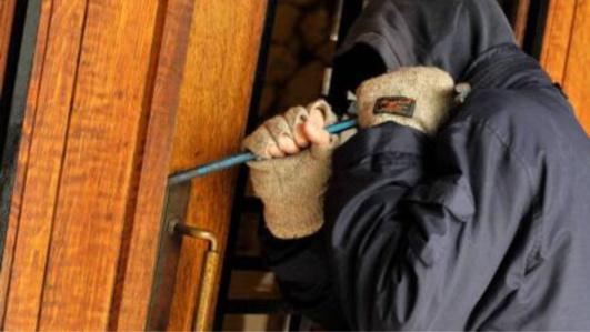 Le cambrioleur, âgé de 54 ans, était bien équipé : gants, tournevis, lampe torche (Illustration)