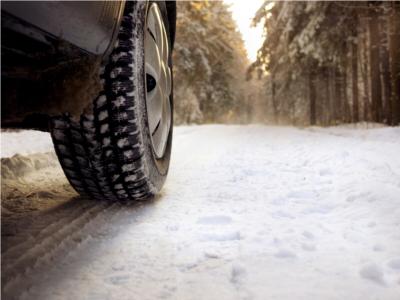 Neige et verglas : premières difficultés et appel à la prudence sur les routes de Normandie