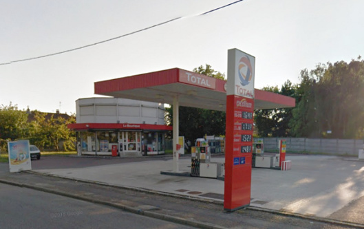 A la station Total, le malfaiteur se fait arracher son arme par la caissière (Illustration@Google maps)