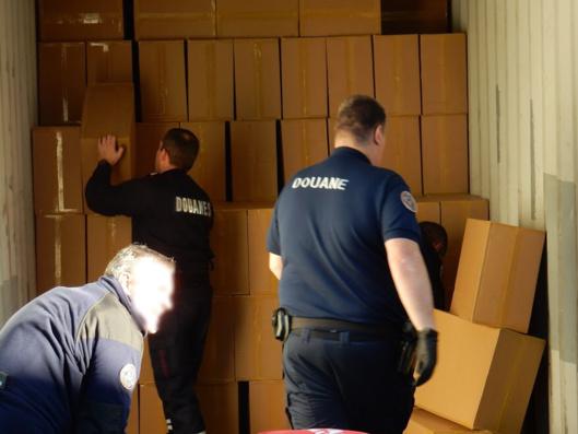Le camion contenait 10 tonnes de cartons de cigarettes (Photo@Douane française)
