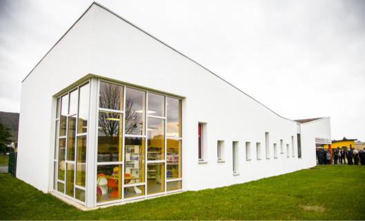 Construite sur l'emplacement de l'ancienne école ménagère, la médiathque ce sont 300 m2 de locaux