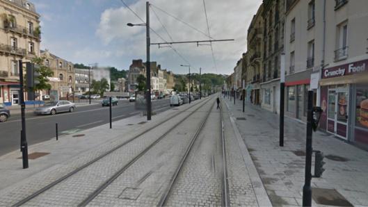 Le Partner circulait sur les voies du tramway lorsque le drame s'est produit cours de la République (Illustration)