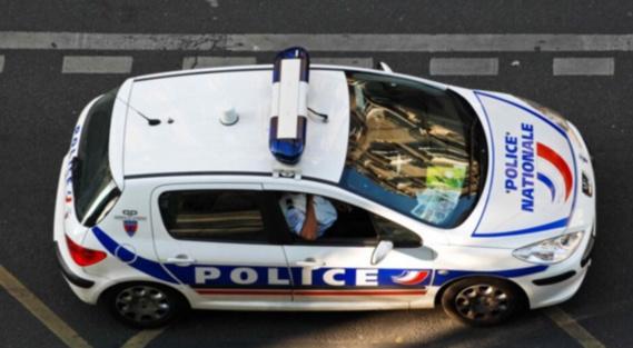A Paris, il renverse un enfant de 6 ans après avoir volé une voiture sous la menace d'une arme