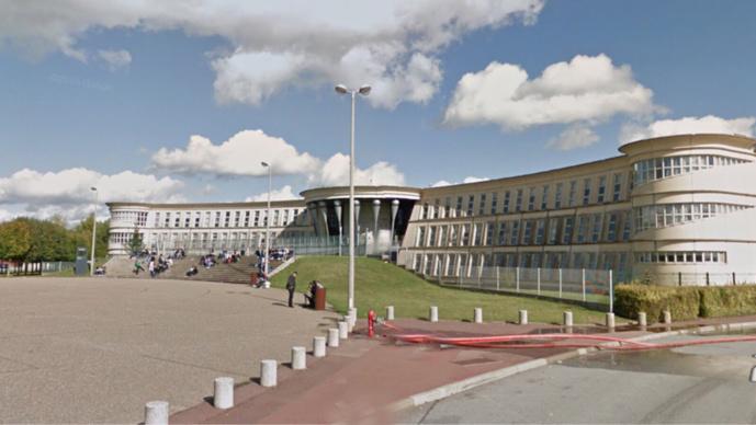 Les Faits se sont produits devant le lycée où était en faction le militaire (Illustration)